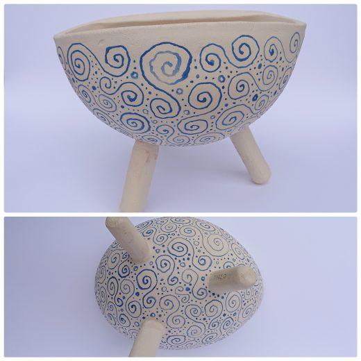 3 legged bowl